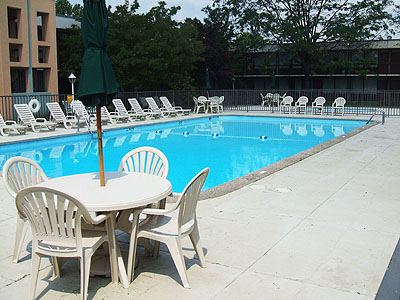 quality_inn_roanoke_pool